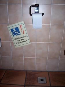Behinderungen auf dem Damenklo